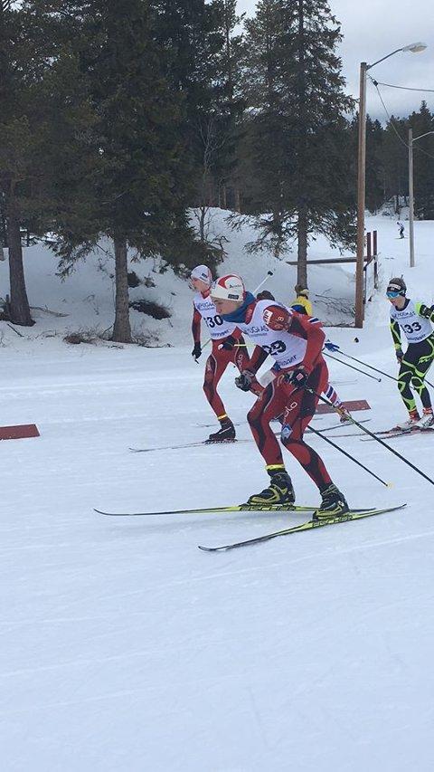 Iver Nygård fra venstre og Tor Erling Aasprang i full fart på fellestarten i Hauka skianlegg.