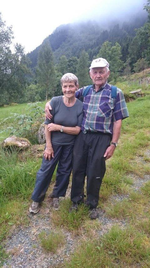 Langtur: Julie Haugsbø (88) og Erling Haugsbø (86) gjekk sist helg den lange vegen til Heileberget, 761 meter opp.