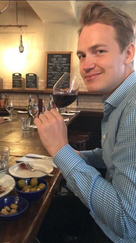 ANGRER IKKE: Andreas Moen (26) sitt utvekslingsår ble helt avgjørende for valg av yrke.
