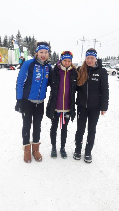 21. PLASS: Anna Heggen, Marie Reneè Sørum Gangsø og Anna Grøntjernet ble nummer 21 i damestafetten. Foto: Privat