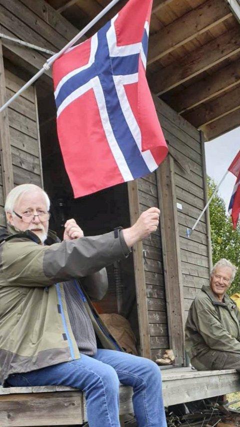 PÅ TUR: Arne Moslåtten (t.v.) og Olav Høva Næss ved gapahuken der Håkonbudagen ble arrangert.