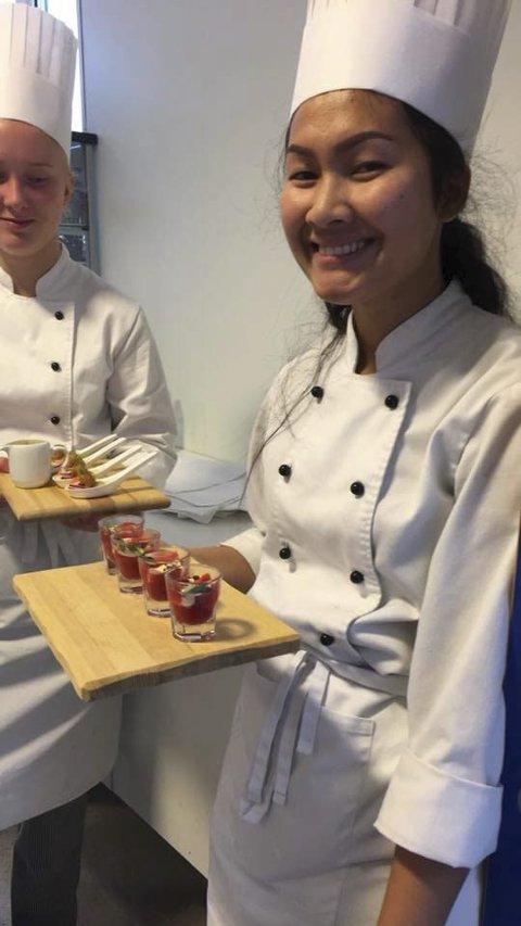 DESSERT: Samita Wongsawat med desserten.