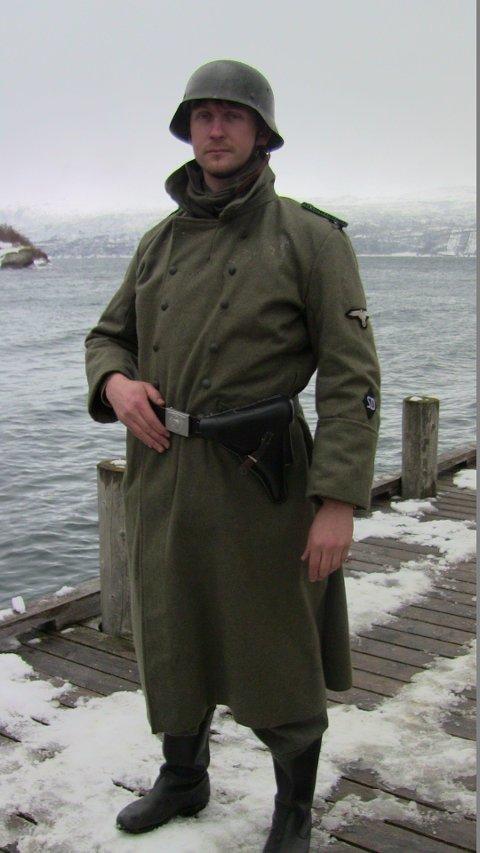 """Kristoffer Jørgensen var i all hovedsak stuntkoordinator på """"Den 12. mann"""", men måtte til pers noen ganger selv. Her er han tysk soldat - men er mest i kostyme for å sikre noen andres stuntarbeid her."""