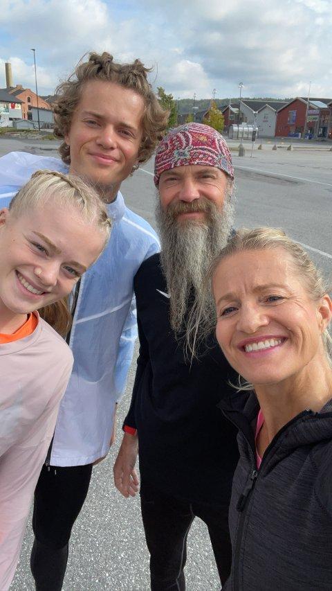 Hele familien: Lea Westlie, Adrian Westlie, Øystein Westlie og Marit Røttingsnes Westlie, stilte alle til start i Halden Byløp og imponerte med sin solide innsats.