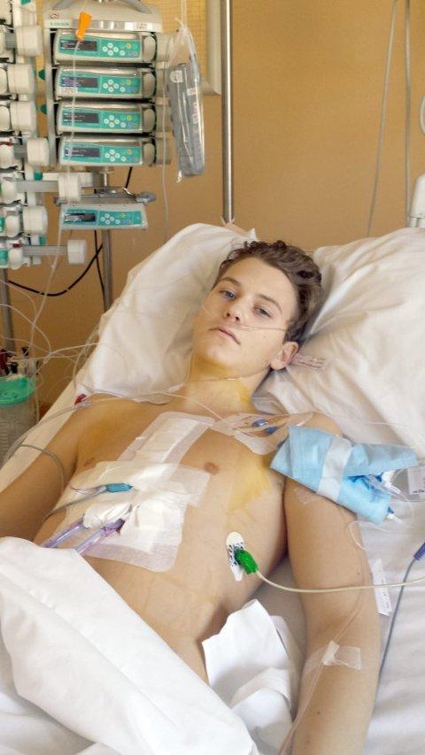 RETT ETTER: Vegard slapper av på sykesenga kort tid etter hjertetransplantasjonen.
