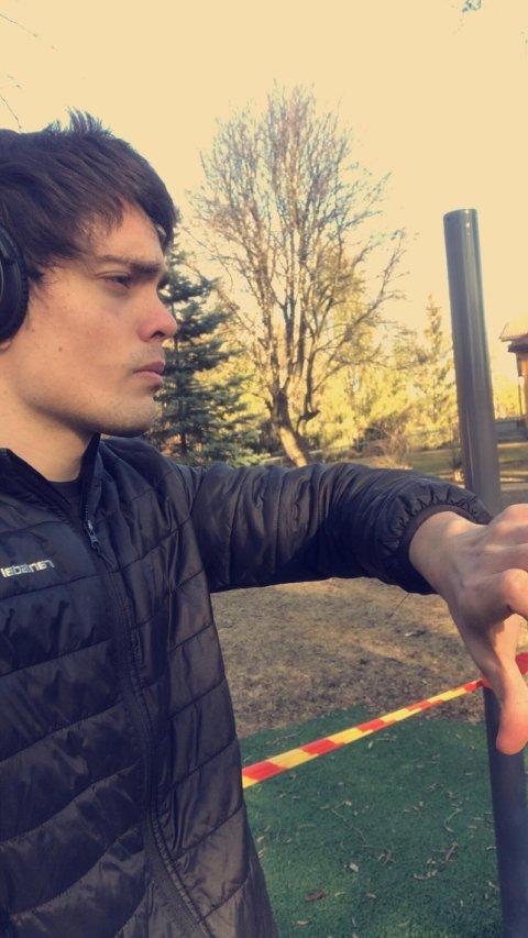 REAGERER: Andy Johnsen (25) sier at han har respekt for smittevernbestemmelsene, men mener det er overilt å stenge treningsapparatene i Søndre Park.