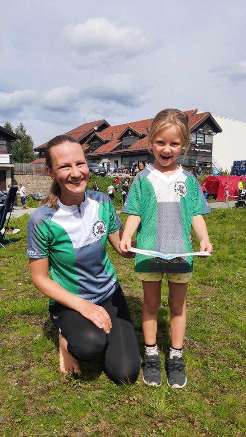 SOM MOR SÅ DATTER: Solveig Sletner vant klasse 35-39 år i Sørlandsgaloppen, og deltok i hovedklassen D21- på Geilo, med bra resultater. Datteren Alma var med i begynnerklassen.