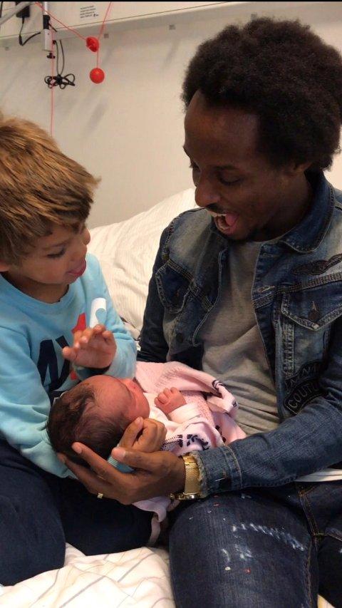 LYkKELIG FAMILIE: Amin Askar med sønnen Benjamin og den nyfødte datteren Elieana.