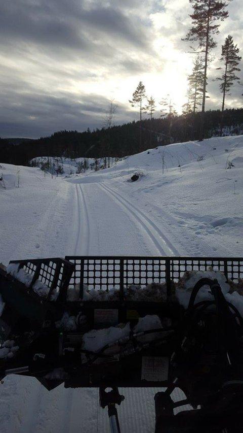 Oskar Næss fikk rundet løypenettet i Sfvelvik i løpet av fredagen, slik vi andre kan nyte en flott skihelg.