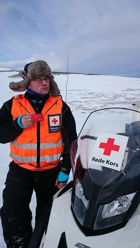 UT AV SPILL: - Vi driver med frivillig beredskap, så alt utstyret vi kjøper må vi samle inn penger til. Så dette setter oss litt ute av spill da vi må bestille og kjøpe nytt, sier Ricard Halgunset i hjelpekorpset i Rindal Røde Kors.