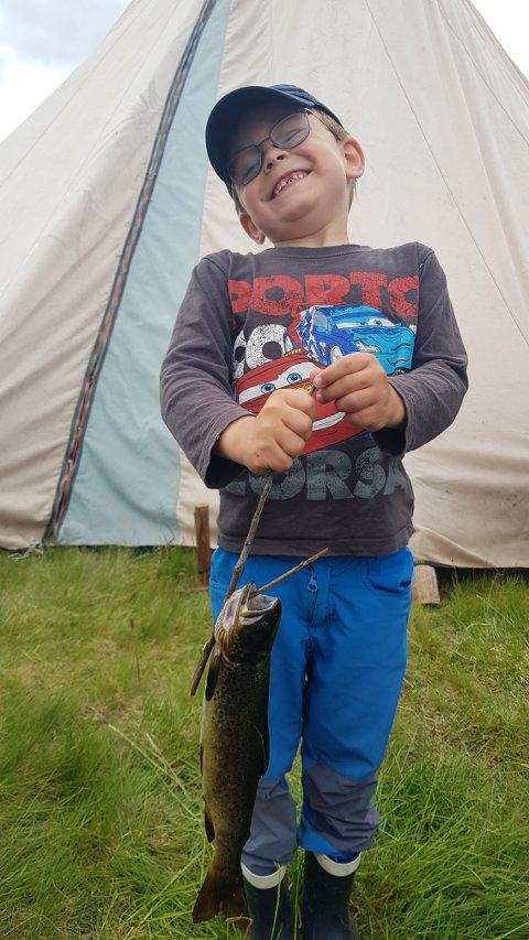 Stolt: Even Nydal var blid og fornøyd med vinnerfisken på 263 g.