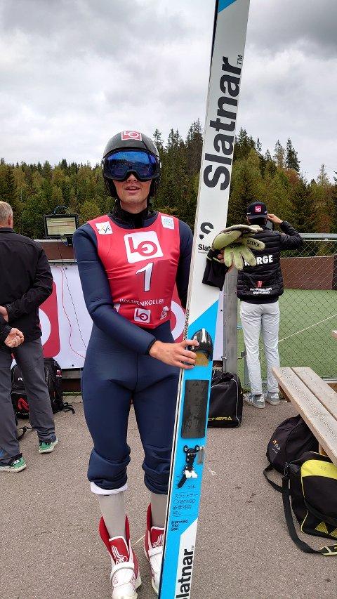 STOLPE UT: Eirik Fystro gjorde to gode førstehopp i COC-rennene i Midtstua i helga, men måtte dessverre se andre omgang fra tribuneplass.