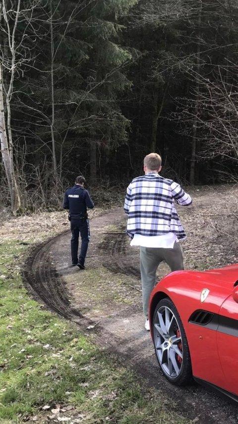 Politiet dukket raskt opp da Mikkel Christiansen saget ned et tre i Tyskland.