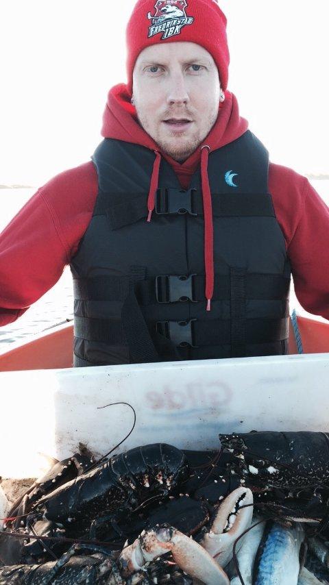 Fornøyd: Stein Morten Johansen og «hummerlaget» dro opp ni hummere fra tenene sine lørdag.