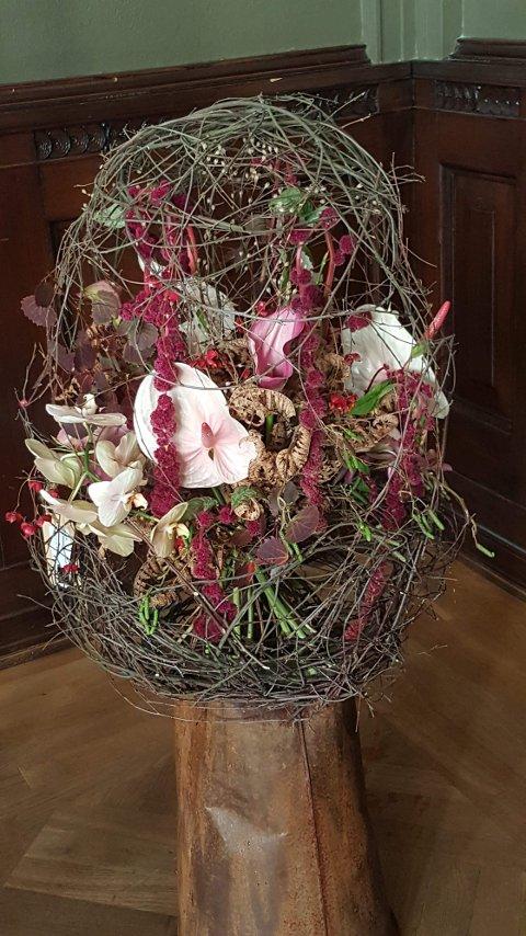 Synlige bevis. Dette er en av bukettene Julie Katina laget under NM i blomsterdekorering i Oslo.