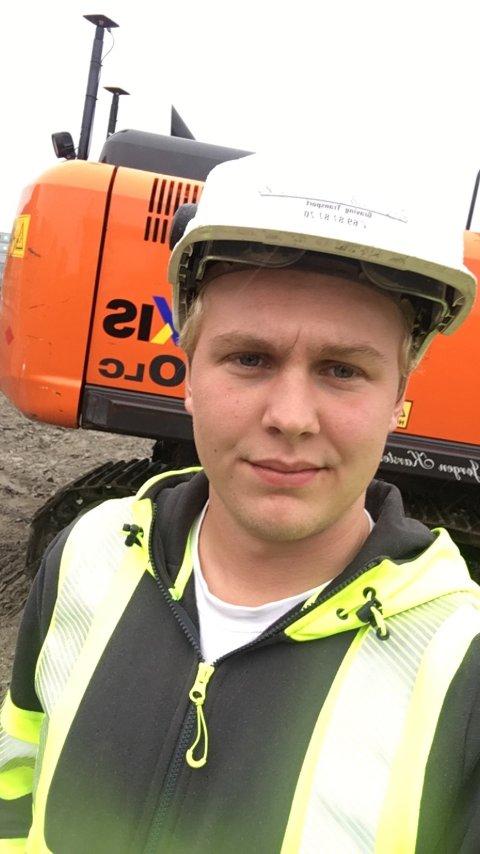 Deltar. Theodor Hystad fra Torp stiller til start i yrkes-NM for anleggsmaskinførere.