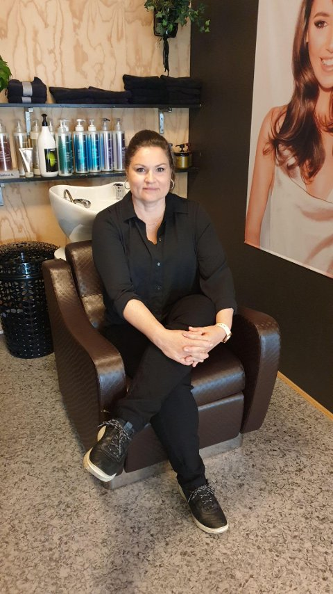 FLYTTER PÅ SEG: Marielle Van Arnhem gir seg som frisør på Gruetorget, salongen der blir solgt eller lagt ned. Van Arnhem blir nå salongleder hos Hairport Bonnie & Clyde i Kongsvinger.