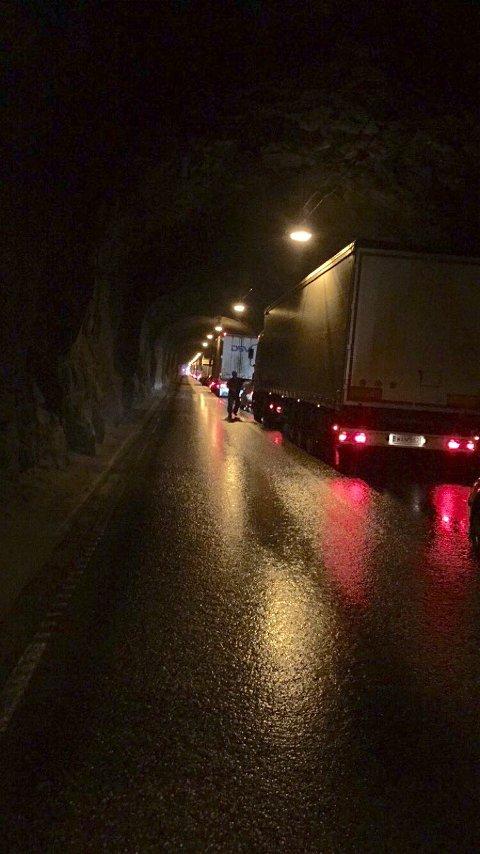 KØ: Vegtrafikksentralen varslet klokken 18.50 mandag kveld at det var kolonnekjøring på Haukelifjell.