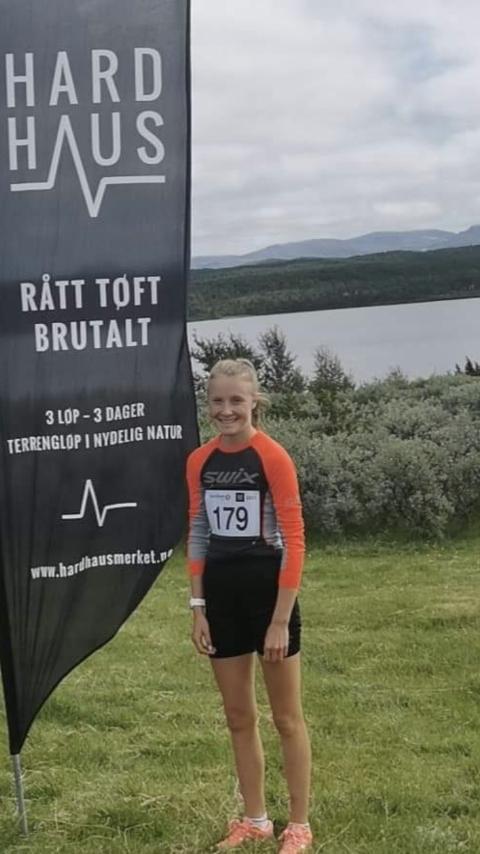 2. PLASS: Ane Martine Karlsen Hallager fra Mosvik IL klarte en meget sterk 2. plass i kvinner junior i fjelløpet Riasten rundt.