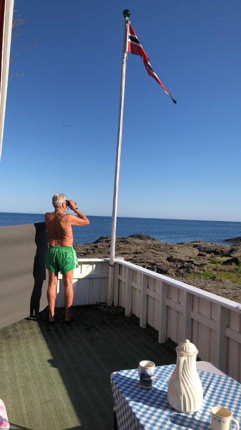HYTTEVEKST: Dette er drømmen for mange. - Å ha hytte er rekreasjon, sier Inge Elvebakk, her på hytta på Nesland.
