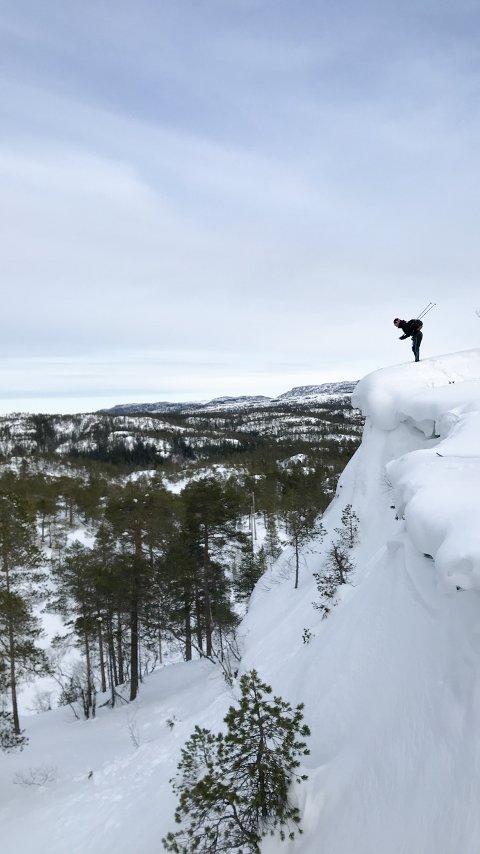 INTET DRØMMEVÆR: Mange assosierer drømmepåska med stekende sol i snørike fjell. Drøm kan bli virkelighet, men da må man bruke godværsdagene godt, skal man tro meteorolog Anne-Mette OIsen. Her fra bymarka i Namsos, hvor Tobias Alstad pryder bildet, i vinterlige forhold.