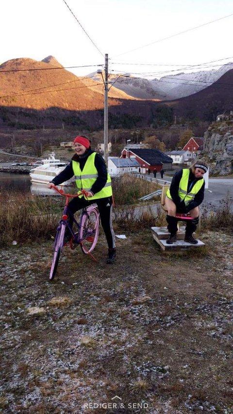 "Mari Bonden Borge tester ""gulldassen"" i Skrolsvik, sammen med Nora Ellingsen."