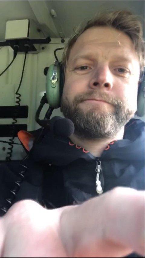 Tilfeldigheter gjorde at Morten Røberg og 16 andre ansatte ved valseverket fikk seg en tur over bakken. - Dette var første gang jeg flyr helikopter og det var utrolig kult. Noe helt annet enn et fly, sier Røberg.