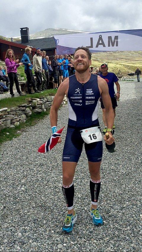 I mål: Anders Kittelsenkom først over mål i årets triatlon også.