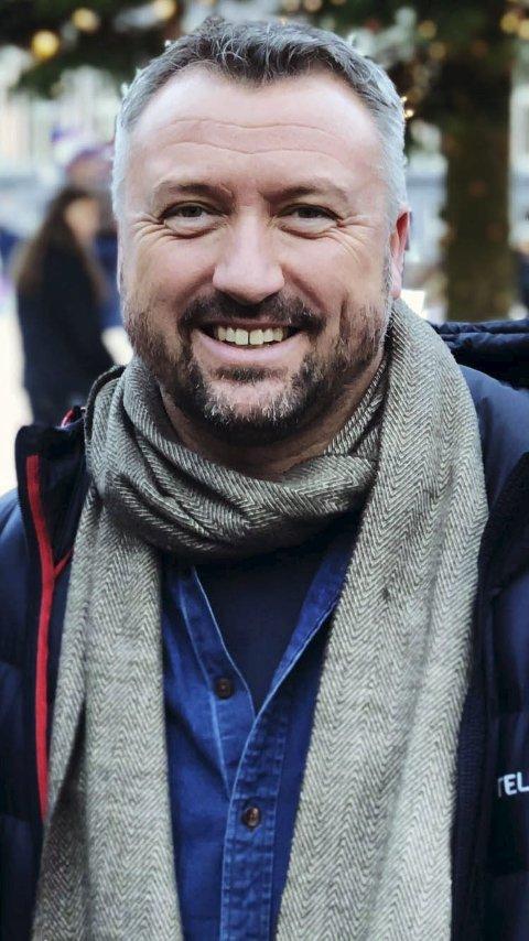 Deilig å være dansk i Norge: John Moltke er født og oppvokst i Danmark, og startet tidlig med håndball. Håndballen har han tatt med seg til Norge, til Tvedestrand og helt inn i Lyngmyrhallen. Foto: Privat