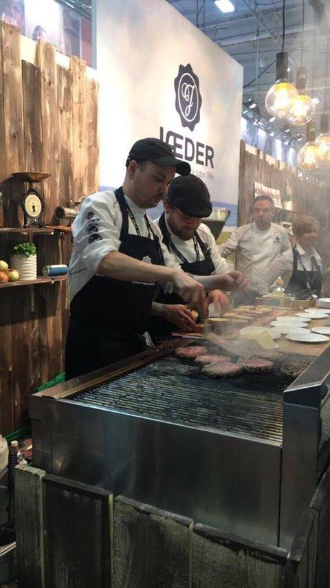 Sondre Dyrdal er kjøkkensjef ved Bien Snackbar på Danmarks plass i Bergen. Denne uken vant han sølv i burger-NM.