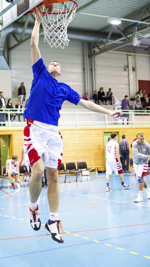 Dunket: Tyske Jan Stobbe på 2.07 viste at han som Kelmendi også kan dunke.