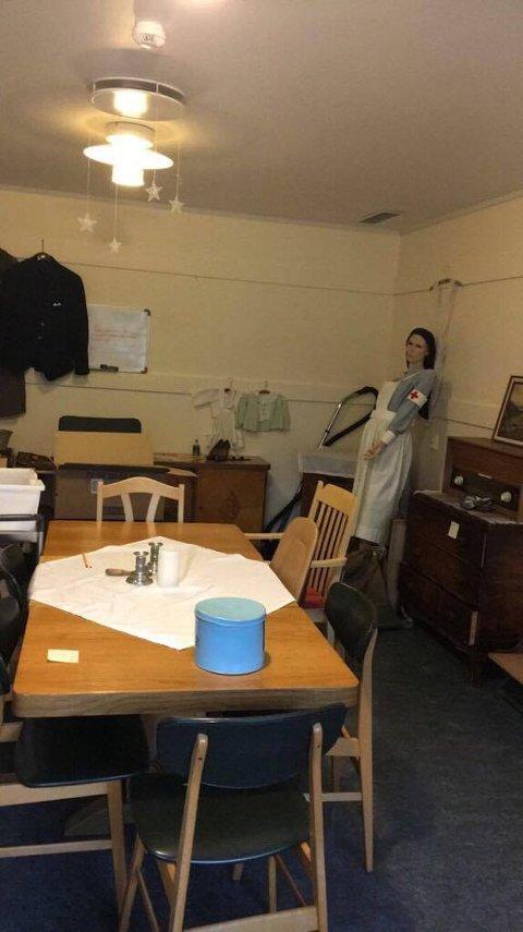 FØR: Slik så rommet ut før elevene gikk løs på det.