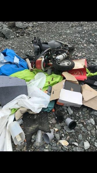 RYDDET: Søpla som ble kastet i grustaket til Svein Brodahl på Kirkenær, ble fjernet igjen etter oppslag på sosiale medier og i Glåmdalen.