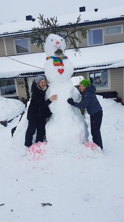 Denne snømannen hører hjemme på Sloratoppen på Langhus.