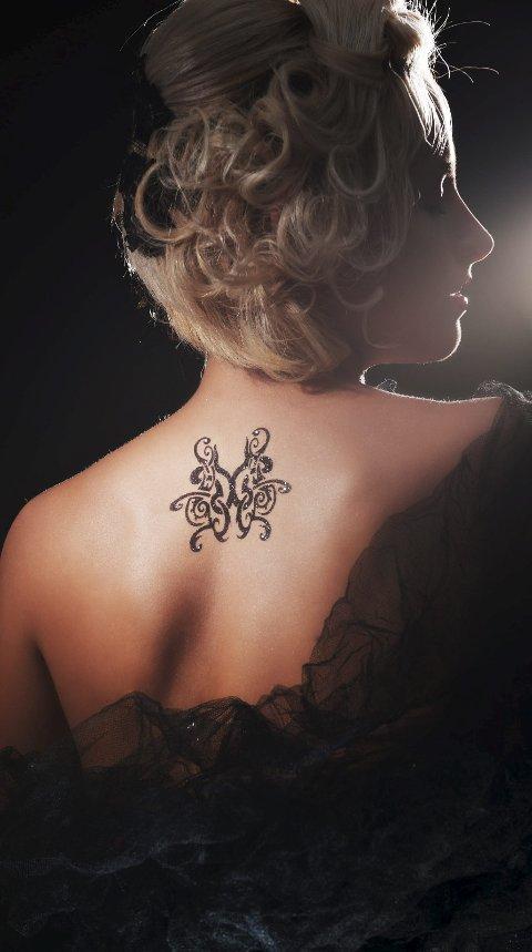 Mote: Opp igjennom historia har tatovering vore mote i mange ulike miljø. For eksempel var det populært i den britiske overklassa på slutten av 1800-talet. Foto: Colourbox