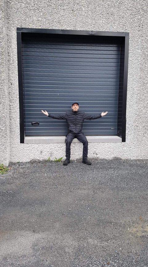 Endelig: Kulturkonsulent Lars Isachsen Jemterud foran porttilgangen på baksiden av kulturhuset, som ble satt inn i sommer og nå for alvor kommer til nytte når Riksteatret gjør sin første visitt etter koronautbruddet.