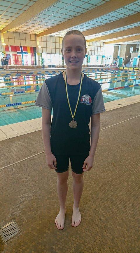 Eline Bjørnødegård Drewes (14) tok 3 individuelle medaljer