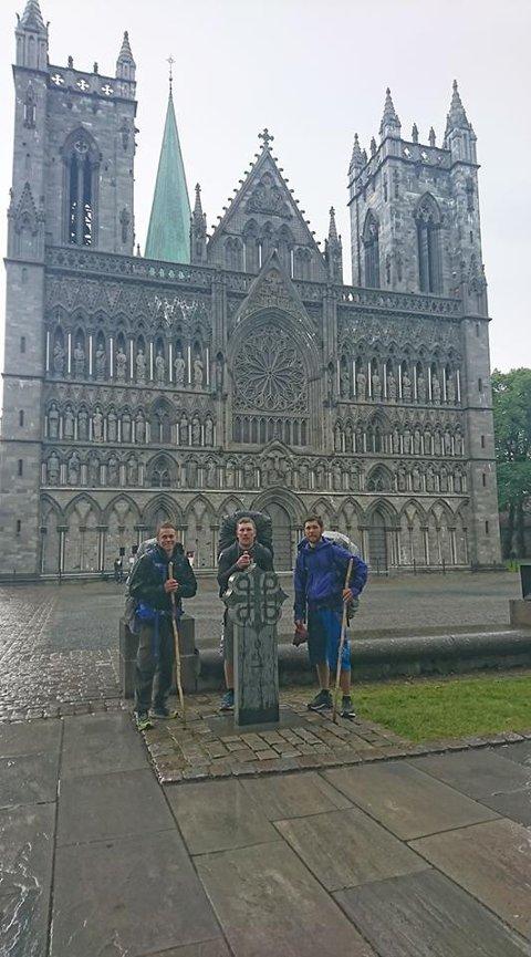 Truls Fjeldvang (24), Robert Vangen (25) og Tomas Fjeldvang (28) har planlagt turen i over et år.