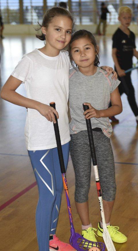 FANT TONEN: Ela Storhaug (t v) og Mia Kvitvik. Foto: Kolsvik
