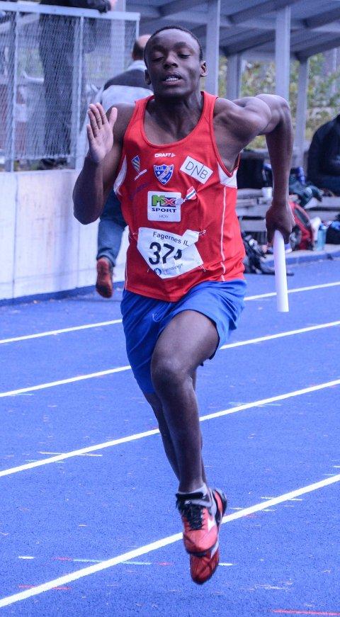 Josue Kongolo tok fem KM-gull og noterte to årsbeste i Norge for 15-åringer i Stangehallen. Arkivbilde