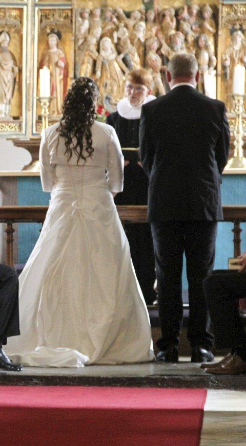 VIELSE: Jan Boye Lystad skriver om kirkens forhold til vielse i dette innhogget. Illustrasonsfoto: Øivind Kvitnes