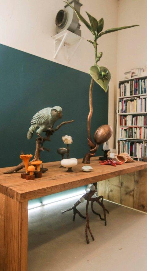 Stephan Christiansen og Laila Kongevold er en del av kunstnermiljøet på Hydrogenfabrikken, som ønsker seg langsiktige avtaler om et atelierhus for kunstnere og kunsthåndverkere.