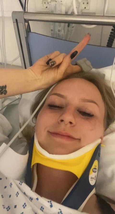 DRAMATISK: Rideturen mandag kveld ble dramatisk for Andżelika Pado. Nå ligger hun på Bærum sykehus til observering. Hun forsikrer at det går bra med henne.