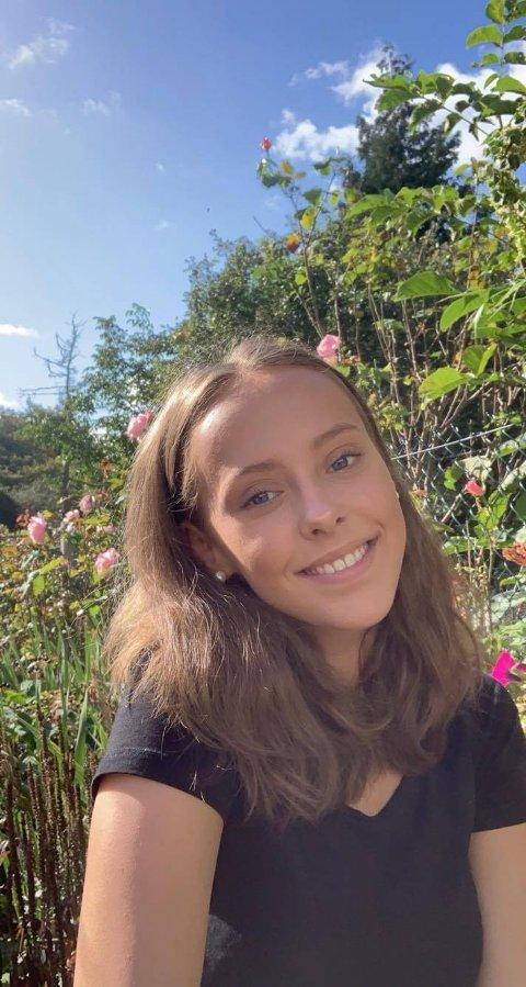 SVARER MEDELEVER: Celina Malmo Robertsen er elevrådsleder ved Tromsdalen videregående skole.