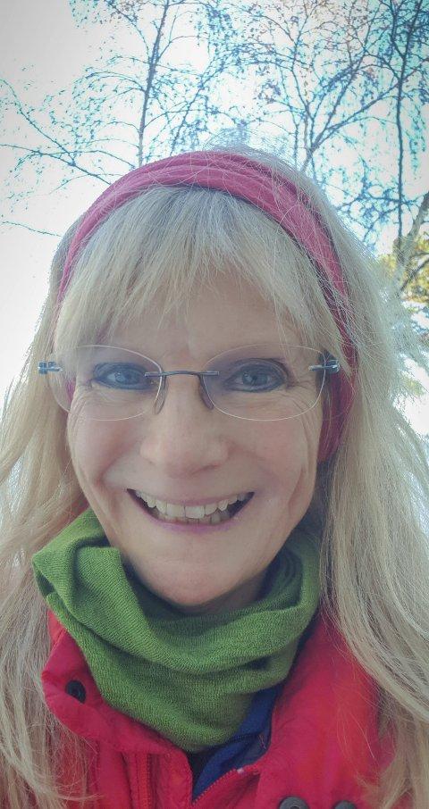 Jubilerer: Ellen Mordal er linjelærer på Risøy folkehøyskole. Hun markerer 60-årsdagen sin med gratis korkonsert i den nye flebrukshallen på Risøya, med gratis inngang for alle.Privat foto