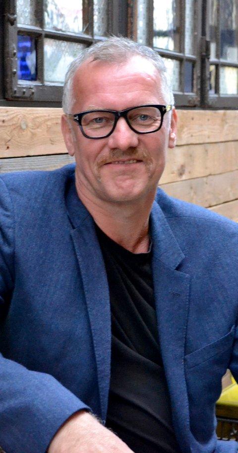 """REGISØR: Jon Tombre har regisert Brageteaterets forestilling """"Drammen Obscura - portrett av en by""""."""
