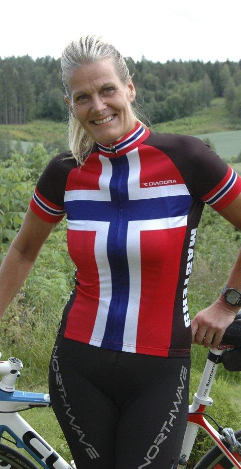 Klar for trening: Marion Nilsen fra Røyken sykler gjerne fire til fem mil om kvelden. – Det er en standard runde jeg må ha, sier hun.