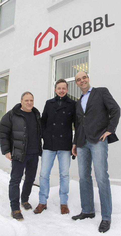 TRIVSEL: KOBBL og kommunen går sammen om å få folk med på tiltak i nærmiljøet. hER Johny Gullaker Johnson, Alf Mathias Lilleengen, og KOBBL-leder Odd Henning Dypvik.