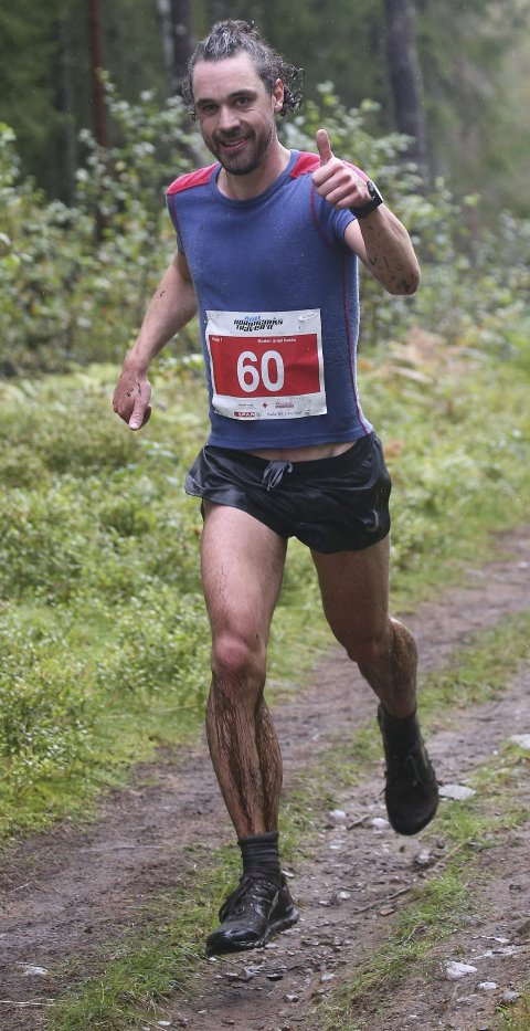 GOD OGSÅ I SKOGEN: Morten Urdal Bakke trener ofte i Nordmarka i Oslo hvor det også konkurrerer av og til. På Nordmarkstraveren ble han nummer tre på 30 kilometeren tidligere i høst. FOTO: ERIK BORG
