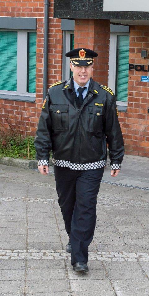 IKKE VÆR I TVIL: Politiinspektør Magnar Pedersen oppfordrer alle som har vært på fest om å tenke seg om to ganger før de setter seg bak rattet.